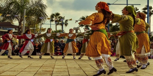 TALLER DE DANZAS DEL MUNDO ( en commemoración del Día internacional de la Danza)